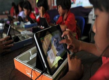 17 điều bất lợi khi cho trẻ dùng máy tính bảng thay sách in