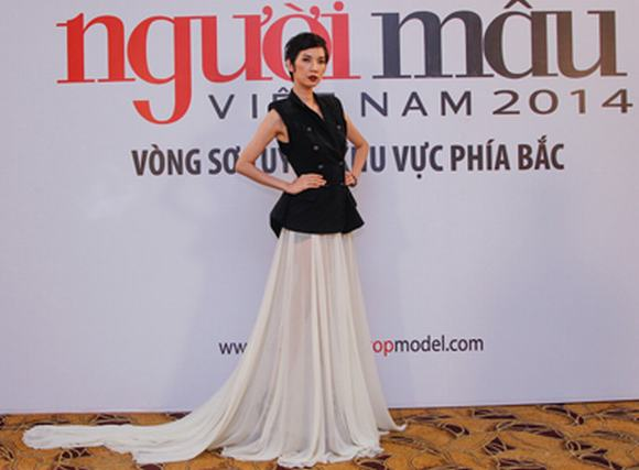 Vietnam's next top model 2014: Siêu mẫu Xuân Lan quyến rũ với váy dài