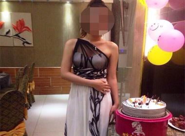 Giải cứu cô gái sắp cởi bỏ quần áo trước cửa quán bar ở Sài Gòn