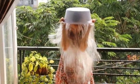 Chiến dịch 'Ice Bucket Challenge'- dội nước đá