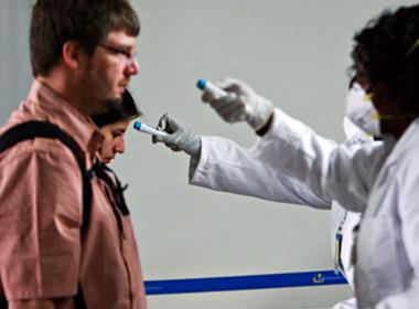 Hàng không thế giới đồng loạt hủy chuyến tránh virus Ebola