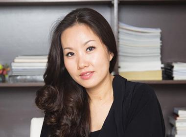 Chân dung nữ tướng đồ hiệu 'ngang cơ' Johnathan Hạnh Nguyễn
