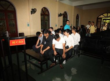 Xét xử 9 cầu thủ V.Ninh Bình bán độ ở AFC Cup: Trần Mạnh Dũng và Đào Đức Lợi bị tuyên án 30 tháng tù