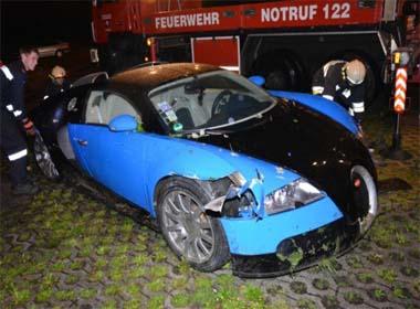 Siêu xe Bugatti Veyron giá chỉ 250.000 USD sau khi gặp nạn