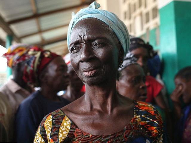 Những hình ảnh tại vùng dịch Ebola gây đau xót trên toàn thế giới