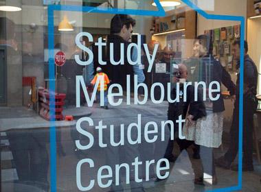 Sinh viên Việt Nam được hỗ trợ tại Trung tâm Sinh viên học tại Melbourne