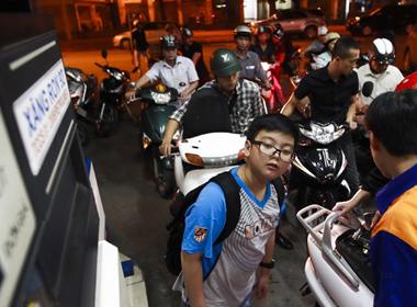 Giữ nguyên thuế nhập xăng dầu đến hết 2014