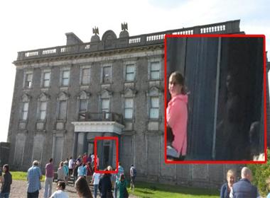 Hồn ma bé gái xuất hiện tại lâu đài cổ
