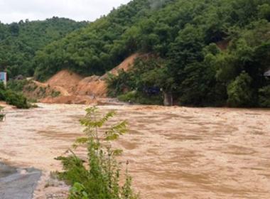 Thanh Hóa: Hơn 5.000 hộ dân bị cô lập do mưa lũ