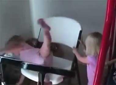 Clip tổng hợp tình huống hài hước của trẻ em