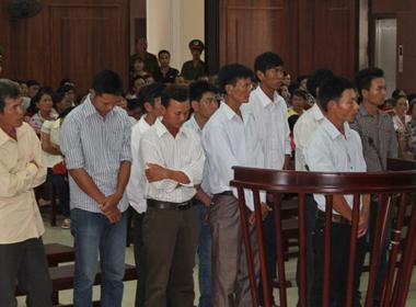 Hàng trăm người thuê 3 ôtô đi xem xử vụ đánh chết 'cẩu tặc'