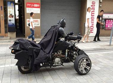 'Người dơi' phóng xe ở Tokyo