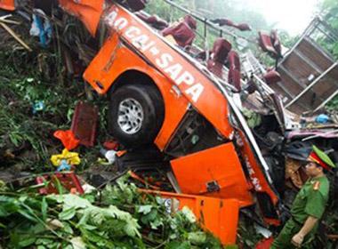 Xe khách đổ dốc 38 km/h trước khi lao xuống vực ở Lào Cai