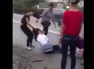 Video nữ sinh đánh nhau dã man ở đường 5 Hưng Yên