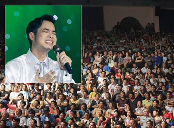 Liveshow Ngọc Sơn: Khán giả đạp vỡ kính, chen lấn xem thần tượng