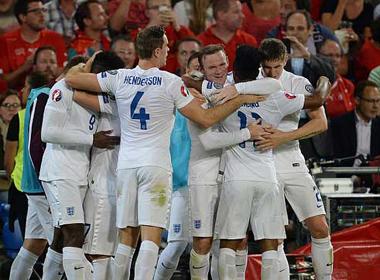 Welbeck lập cú đúp, Anh chiến thắng 2 - 0 trước Thụy Sỹ