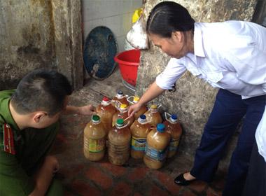 Phát hiện hàng nghìn lít mỡ lợn bẩn ở Hà Nội