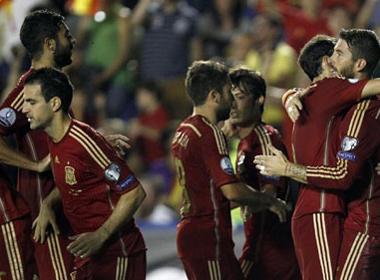 Tây Ban Nha đại thắng đội bóng tí hon Macedonia