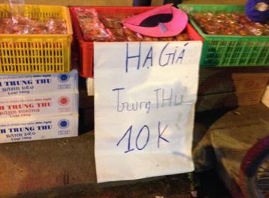 Bánh Trung thu 'nổi tiếng' giảm giá 10.000 đồng/chiếc