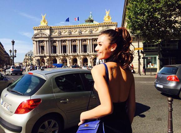 Hồng Quế thả dáng khoe hình săm cá tính ở Paris hoa lệ