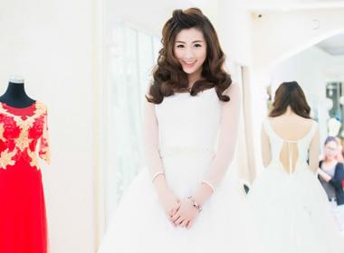 Á Hậu Tú Anh lộng lẫy khi diện váy cưới