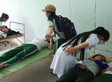 9 nữ sinh viên gào khóc, ngất xỉu trong giờ thể dục