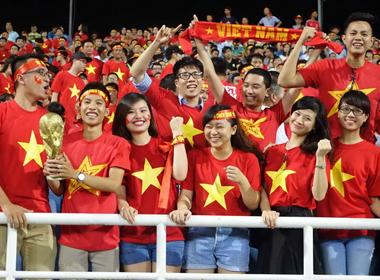 'Quái chiêu' vào sân xem U19 Việt Nam mà không cần vé