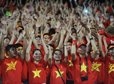 Vũ điệu sôi động của CĐV U19 Việt Nam trên sân Mỹ Đình