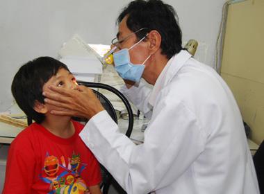 Hoang mang dịch đau mắt đỏ lan rộng