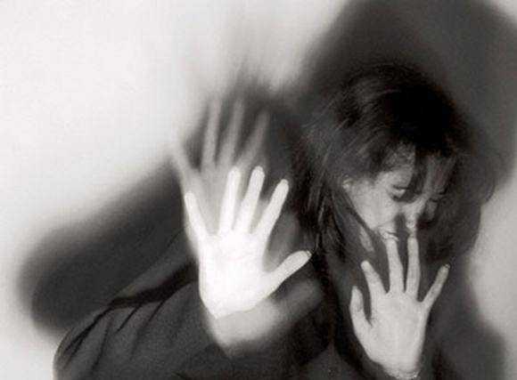 Chú rể nửa năm trốn trong rừng vì sợ hãi cô dâu có 3 giấy khai sinh