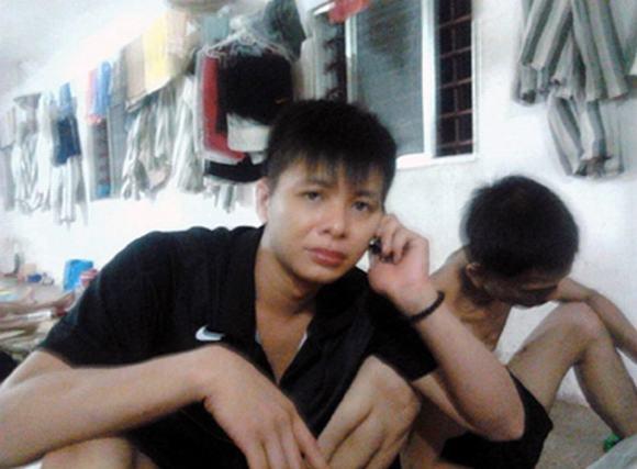 Phạm nhân lướt facebook trong tù: 'Điểm danh' những đồ vật cấm mang vào trại