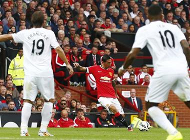Man Utd - QPR: 'Quỷ Đỏ' trở lại