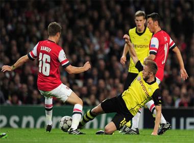 TRỰC TIẾP Dortmund - Arsenal: Chờ tài Wenger lúc 1h45