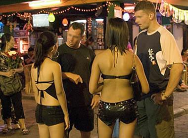 'Tú ông' tật nguyền mở quán bán dâm chuyên phục vụ khách ngoại
