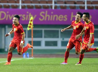 HLV Toshiya Miura: 'Tôi bất ngờ vì U23 Việt Nam thắng đậm!'