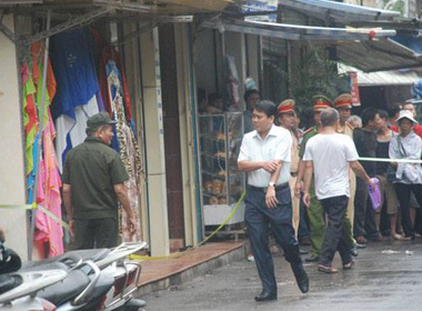Hung thủ khống chế con tin đầu hàng sau 4 cuộc gọi của tướng Nguyễn Đức Chung
