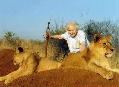 Cụ già 90 tuổi đi du lịch qua hơn 100 quốc gia