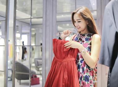 Mai Phương Thúy rạng rỡ chuẩn bị cho bữa tiệc hoành tráng của Dior