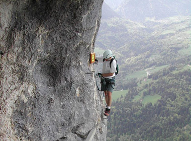 7 đường núi 'dựng tóc gáy' trên thế giới