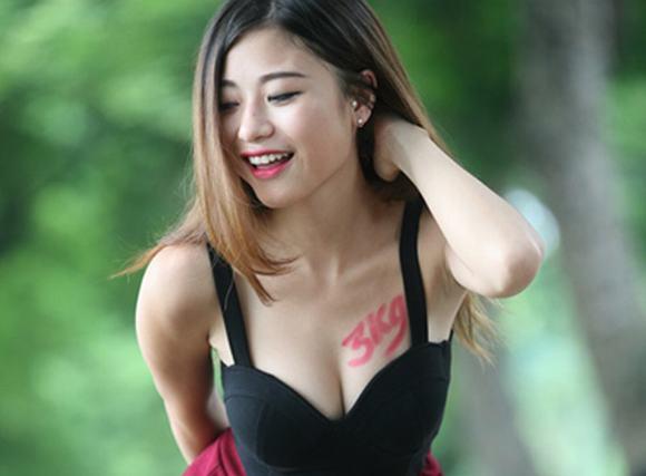 'Vòng một chuẩn 3kg' gây bão của thiếu nữ Hà thành