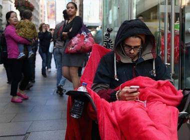 Người đầu tiên chạm vào iPhone 6 trên thế giới
