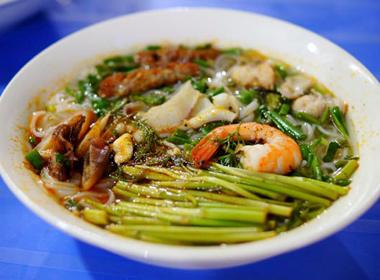 Bún Thái hải sản 'gây bão' Hà Nội  với hương vị vừa lạ vừa quen