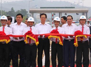 Thông xe cao tốc Hà Nội–Lào Cai: Xe chạy chỉ còn 3,5h