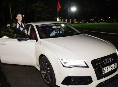 Linh Nga được siêu xe đưa đón tới dự sự kiện