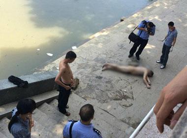 Phát hiện xác một người đàn ông lõa thể trên sông