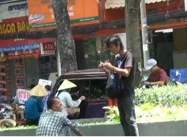Người nghiện xin tiền ở công viên trung tâm TP HCM