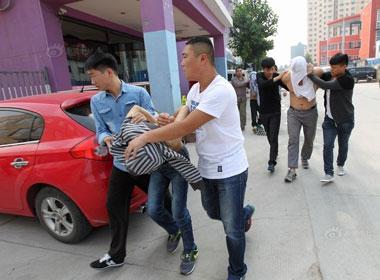 Bắt giữ băng nhóm chuyên rải đinh để cướp trên đường giao lộ