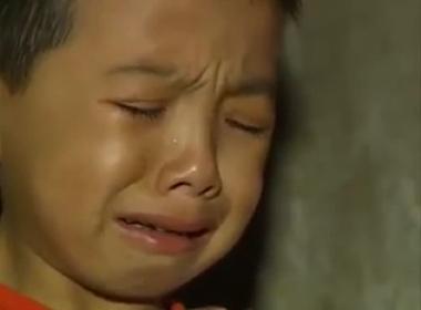 Rớt nước mắt với Clip '3 chị em mồ côi phải tự bươn chải cuộc sống'