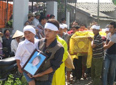 Chồng giết vợ ở Hải Dương: Kinh hoàng 18 vết chém trên thi thể