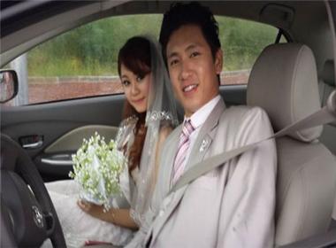 Chồng sắp cưới của Lê Thuý bị tung 'ảnh cưới' trong quá khứ